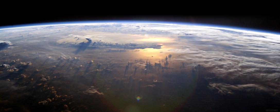 EarthFromSpace_2560x10241
